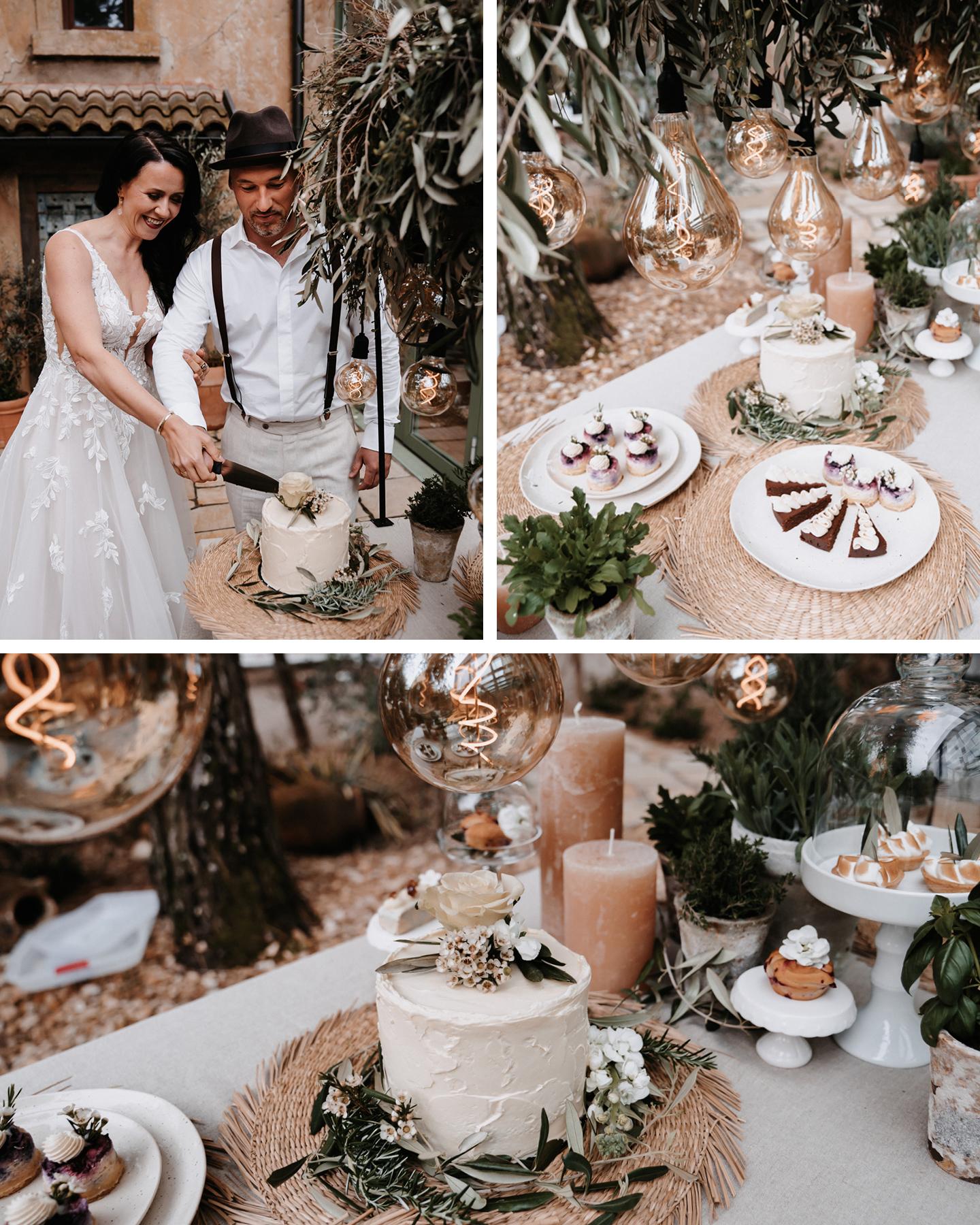 Brautpaar schneidet Boho Greenery Hochzeitstorte gemeinsam mit Messer an.