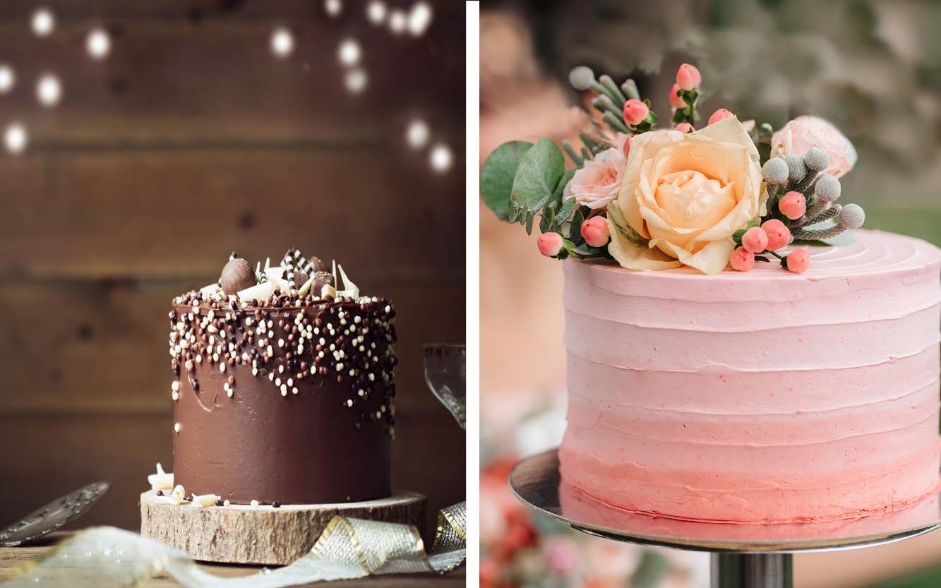 einstöckige Hochzeitstorten. Die linke Torte ist mit einer Schokoladencreme und Dekorationselementen aus Schokolade verziert. Die rechte Torte ist umhüllt mit einer Buttercreme in verschiedenen rosa Nuancen. Verziert ist sie mit echten Rosen