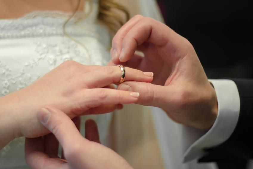 Die schönsten Hochzeitslieder für Standesamt und Kirche
