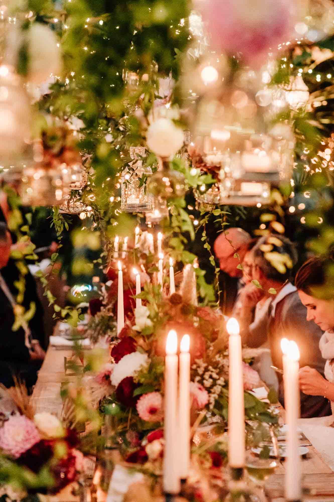 Hochzeitstafel bei Nacht