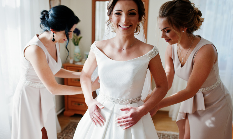 Die Zukünftige Braut Fickt Den Hausmeister