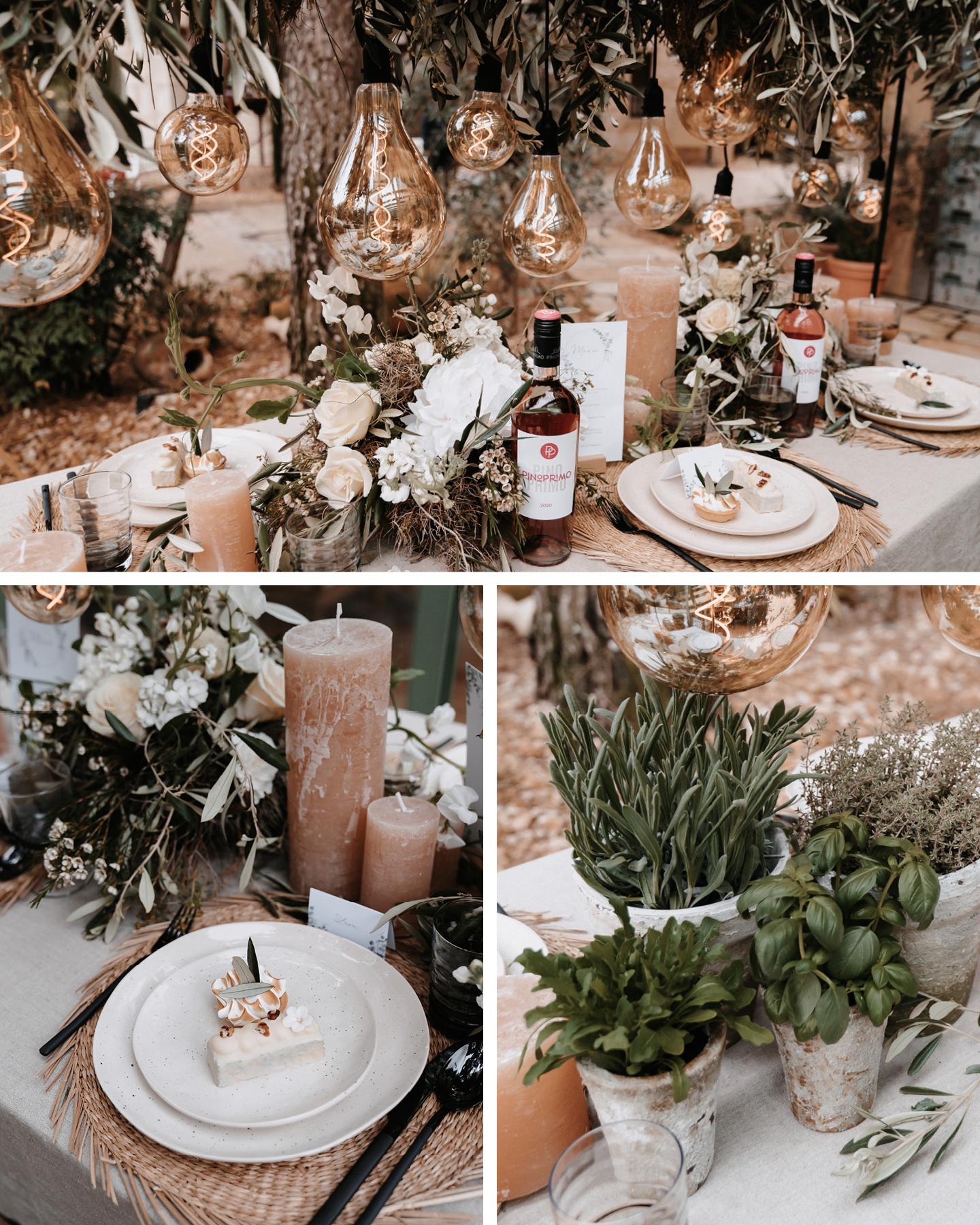 Die Hochzeitstafel ist passend zum Boho Greenery Look mit frischen Kräutern in rustikalen Töpfen dekoriert.